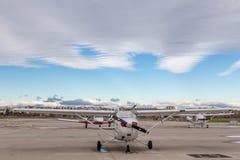 Χώρος στάθμευσης αερολιμένων, σταθμευμένα αεροπλάνα Στοκ Φωτογραφίες