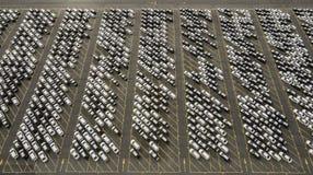 Χώρος στάθμευσης αποθήκευσης με τα νέα αυτοκίνητα Στοκ εικόνα με δικαίωμα ελεύθερης χρήσης
