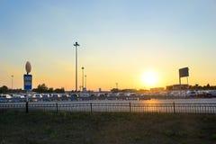 Χώρος στάθμευσης αυτοκινήτων στον αερολιμένα Koltsovo Στοκ Φωτογραφίες