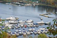 Χώρος στάθμευσης για τις βάρκες Στοκ εικόνες με δικαίωμα ελεύθερης χρήσης
