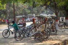 Χώρος στάθμευσης δίτροχων χειραμαξών ποδηλάτων του παραδοσιακού ινδικού σχεδίου Στοκ εικόνες με δικαίωμα ελεύθερης χρήσης
