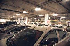 χώρος στάθμευσης επίδρασης αντίθεσης χρωμάτων υπόγεια Στοκ εικόνα με δικαίωμα ελεύθερης χρήσης