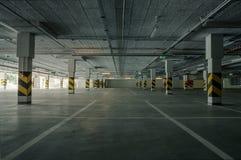 χώρος στάθμευσης επίδρασης αντίθεσης χρωμάτων υπόγεια Στοκ εικόνες με δικαίωμα ελεύθερης χρήσης