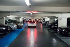 χώρος στάθμευσης επίδρασης αντίθεσης χρωμάτων υπόγεια Στοκ Φωτογραφία