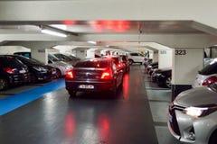 χώρος στάθμευσης επίδρασης αντίθεσης χρωμάτων υπόγεια Στοκ φωτογραφίες με δικαίωμα ελεύθερης χρήσης