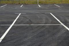 Χώρος στάθμευσης Κενά διαστήματα χώρων στάθμευσης Διαστήματα αυτοκινήτων για το χώρο στάθμευσης Στοκ Εικόνες