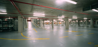 χώρος στάθμευσης μερών υπόγειος Στοκ εικόνες με δικαίωμα ελεύθερης χρήσης