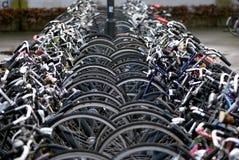 Χώρος στάθμευσης ποδηλάτων, Αϊντχόβεν, οι Κάτω Χώρες Στοκ Εικόνες