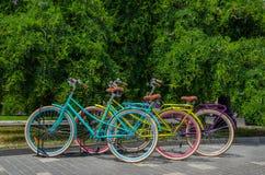 Χώρος στάθμευσης ποδηλάτων το καλοκαίρι, Στοκ φωτογραφίες με δικαίωμα ελεύθερης χρήσης
