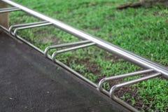 Χώρος στάθμευσης ποδηλάτων στο πάρκο Στοκ Εικόνες