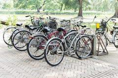 Χώρος στάθμευσης ποδηλάτων Στοκ φωτογραφία με δικαίωμα ελεύθερης χρήσης