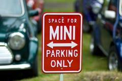 Χώρος στάθμευσης του Mini Cooper Στοκ Φωτογραφίες