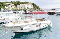 Χώρος στάθμευσης των βαρκών και των γιοτ σε Makarska, Κροατία Στοκ εικόνες με δικαίωμα ελεύθερης χρήσης