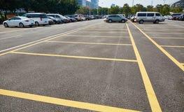Χώρος στάθμευσης υπαίθριων σταθμών αυτοκινήτων Στοκ Φωτογραφία