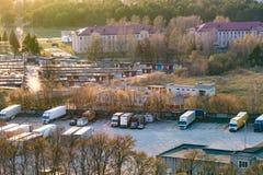 Χώρος στάθμευσης φορτηγών από μια πανοραμική θέα στοκ φωτογραφίες