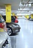 χώρος στάθμευσης s γκαράζ αυτοκινήτων υπόγεια Στοκ εικόνα με δικαίωμα ελεύθερης χρήσης