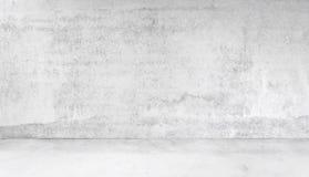 Χώρος φιαγμένος από συμπαγή τοίχο και τσιμεντένιο πάτωμα Στοκ Φωτογραφίες