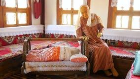 χλεύη επάνω της παραδοσιακής τουρκικής του χωριού ζωής, safranbolu, Τουρκία απόθεμα βίντεο