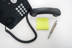 χλεύη επάνω postit για το μήνυμα από τη συνομιλία πέρα από το τηλέφωνο IP Στοκ φωτογραφία με δικαίωμα ελεύθερης χρήσης