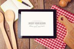 Χλεύη ταμπλετών επάνω στο πρότυπο για τη συνταγή, τις επιλογές ή τη μαγειρεύοντας app επίδειξη Στοκ Εικόνες