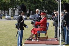 Χ Μ τα δεκανίκια χρήσεων βασίλισσας Margrethe ΙΙ Στοκ φωτογραφίες με δικαίωμα ελεύθερης χρήσης