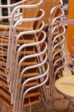 Ψάθινες έδρες που συσσωρεύονται έξω Στοκ φωτογραφίες με δικαίωμα ελεύθερης χρήσης