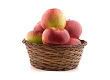 Ψάθινο σύνολο καλαθιών των μήλων Στοκ εικόνα με δικαίωμα ελεύθερης χρήσης