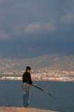 Ψάρια αγοριών στη θάλασσα Στοκ φωτογραφία με δικαίωμα ελεύθερης χρήσης