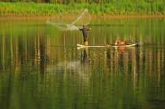 Ψάρια αλιείας με δίχτυα Στοκ Φωτογραφία