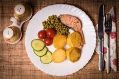 Ψάρια με τα λαχανικά, δεύτερη σειρά μαθημάτων Στοκ φωτογραφία με δικαίωμα ελεύθερης χρήσης