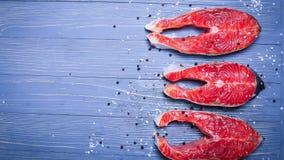 Ψάρια που τεμαχίζονται στον πίνακα για τα γεύματα Εύγευστο γεύμα θαλασσινών TR στοκ φωτογραφία