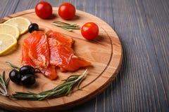 Ψάρια που τεμαχίζονται στον πίνακα για τα γεύματα Εύγευστο γεύμα θαλασσινών TR στοκ φωτογραφίες με δικαίωμα ελεύθερης χρήσης
