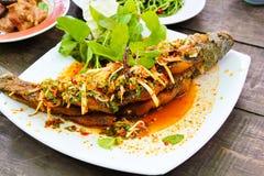 ψάρια που τηγανίζονται εύ&gamm Στοκ Φωτογραφίες
