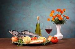 Ψάρια σκουμπριών με τα λαχανικά και το κρασί Στοκ Φωτογραφίες