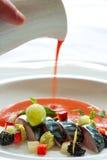 Ψάρια σκουμπριών με τη σάλτσα θαλασσινών. Στοκ Φωτογραφίες