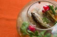 Ψάρια στο πιάτο κύπελλων γυαλιού Στοκ Εικόνες