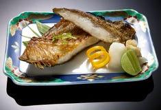 Ψάρια σχαρών με τη σάλτσα Στοκ Εικόνες