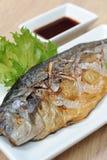 Ψάρια Saba που ψήνονται στη σχάρα Στοκ Φωτογραφίες