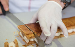 Ψήνοντας και μαγειρεύοντας σοκολάτα και γλυκές έρημοι στοκ εικόνες
