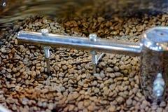 Ψήνοντας μηχανή καφέ Στοκ εικόνες με δικαίωμα ελεύθερης χρήσης