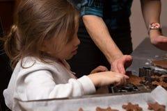 Ψήσιμο κορών μαμών από κοινού Στοκ εικόνες με δικαίωμα ελεύθερης χρήσης