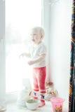 Ψήσιμο μαγειρέματος κοριτσιών Στοκ Εικόνες