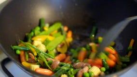 Ψήσιμο του μεξικάνικου μίγματος λαχανικών στο τηγάνι vog φιλμ μικρού μήκους