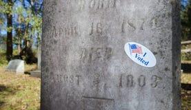 Ψήφισα την αυτοκόλλητη ετικέττα σε ένα νεκροταφείο Στοκ φωτογραφίες με δικαίωμα ελεύθερης χρήσης
