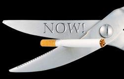 ψαλίδι αποκοπών τσιγάρων Στοκ φωτογραφίες με δικαίωμα ελεύθερης χρήσης