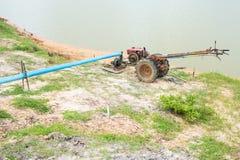 ψαλιδίζοντας απομονωμένο λευκό ύδατος αντλιών μονοπατιών στοκ φωτογραφία με δικαίωμα ελεύθερης χρήσης