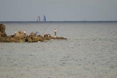 Ψαράδες και υπερατλαντική φυλή στο υπόβαθρο Στοκ εικόνες με δικαίωμα ελεύθερης χρήσης