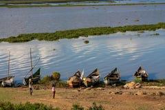 Ψαράδες στην ακτή Βικτώριας λιμνών με τα δίχτυα, Αφρική στοκ φωτογραφίες με δικαίωμα ελεύθερης χρήσης