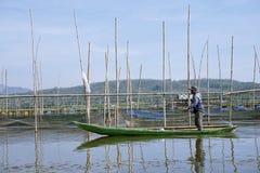 Ψαράδες στη λίμνη Rawa Pening, κεντρική Ιάβα, Ινδονησία στοκ φωτογραφίες με δικαίωμα ελεύθερης χρήσης