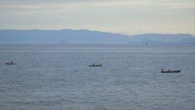 Ψαράδες στο βαθύ ωκεάνιο λιμένα του Κόνακρι, Γουινέα απόθεμα βίντεο